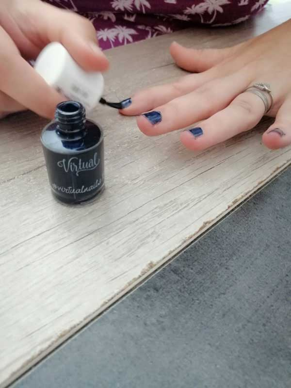 application vernis à ongles